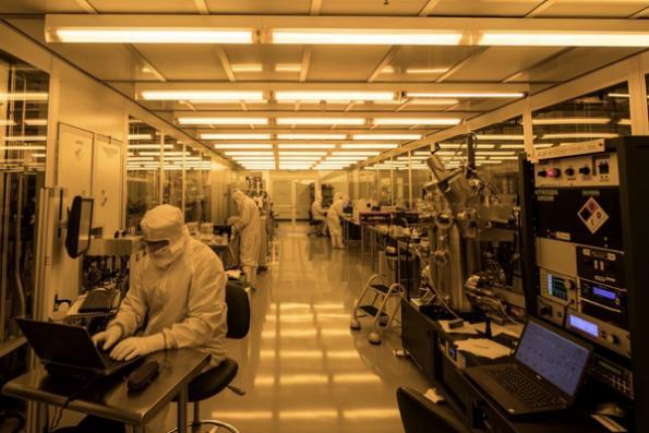 Startup opens fab for quantum ICs
