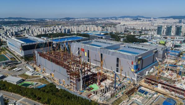 Samsung launches 7nm EUV process, SAFE partnership