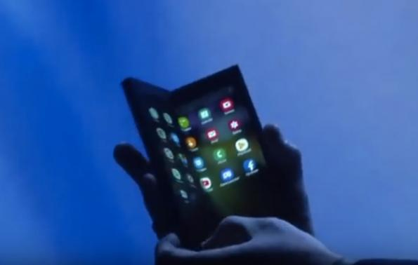 Samsung shows flexible display for foldable smartphone