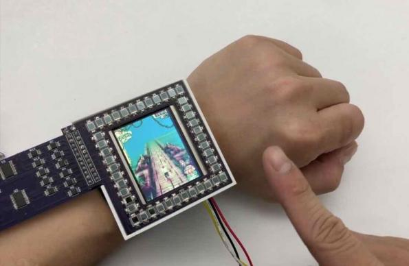 Smartwatch uses photodiodes for both energy harvesting and gesture recognition