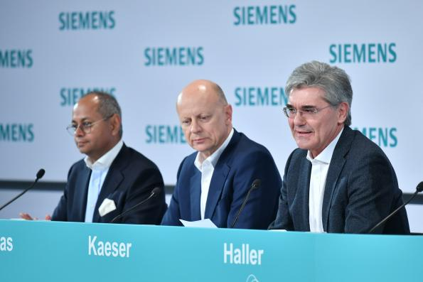 Left to right: Michael Sen Co-CEO of the Gas and Power Operating Company Designated CEO of Siemens Energy, Ralf P. Thomas CFO and Joe Kaeser President and CEO of Siemens