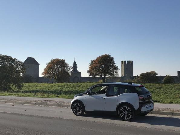 A smart road on the Swedish island of Gotland uses technology from Electreon fordynamic wireless mobile power transfer